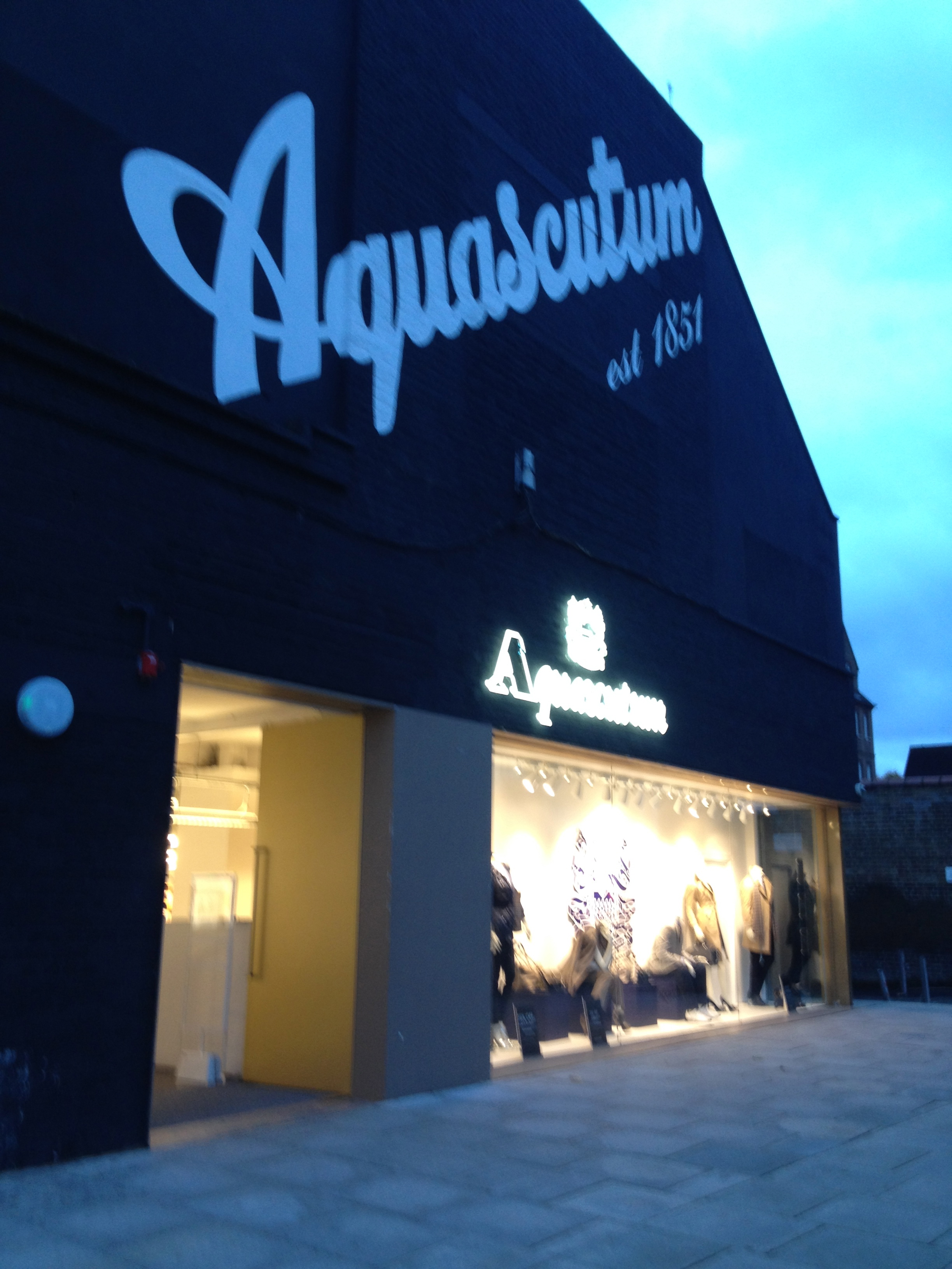 burbery outlet zp4i  Also you can find Aquascutum and Pringle of Scotland OUTLET